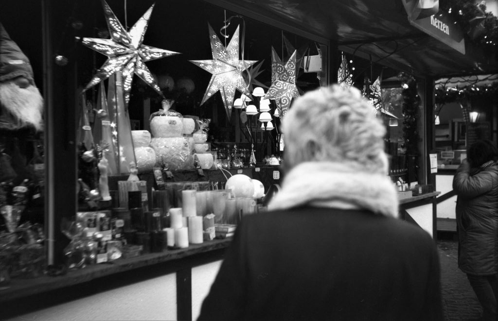 Daniel Hager 6x9-folding-camera-on-christmas-market-4stop-push-processing00320171221-1024x661 My First Time Using A 6x9 Medium Format Folding Camera - German Christmas Markets On Film Analog Black And White Film  push processing film photography analog camera